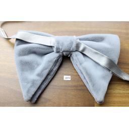 Vintage 1970s Pre-Tied Drop Bow Tie Silver Grey Velvet Adjustable Collar Size