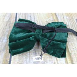 Vintage 1970s Emerald Green Velvet Pre-Tied Bow Tie Adjustable