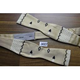 Vintage 100 % Silk Self Tie Adjustable Thistle End Bow Tie Hearts & Diamonds