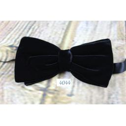 Vintage 1970s Classic Black Velvet Pre-Tied Bow Tie Adjusts To Fit Any Size