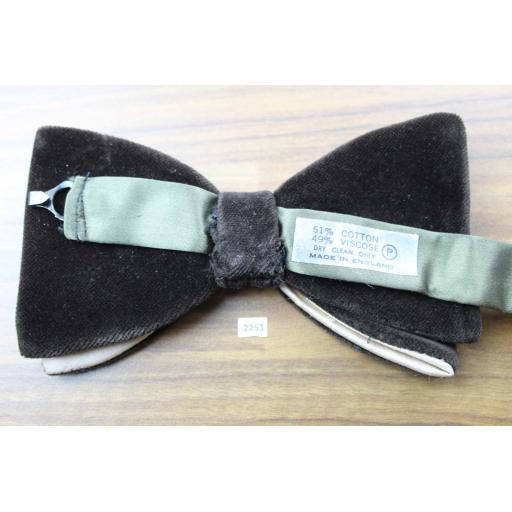 Vintage 1970s Pre-Tied Dark Brown Velvet & Satin Bow Tie Adjustable Collar Size