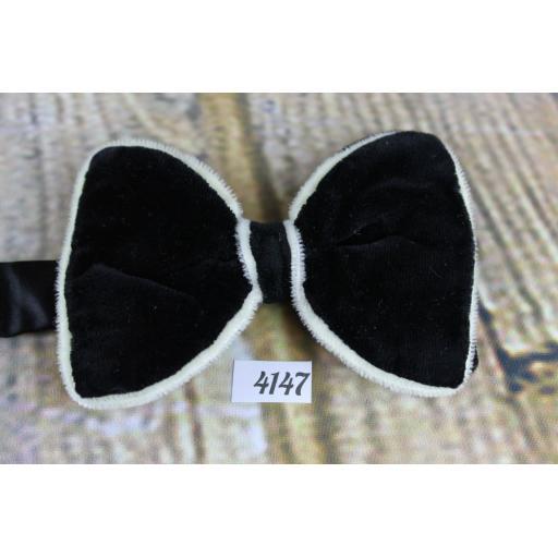 Vintage Unusual 1970s Black With Ivory Trim Velvet Pre-Tied Bow Tie Adjustable