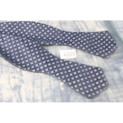 Superb Vintage All Silk Navy & Grey Self Tie Arrow End Thistle Bow Tie
