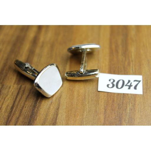 Vintage Mother Of Pearl & Gold Tone Metal Cuff Links