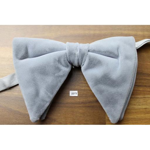 Vintage 1970s Pre-Tied Drop Bow Tie Silver Grey Velvet Adjustable Collar Size
