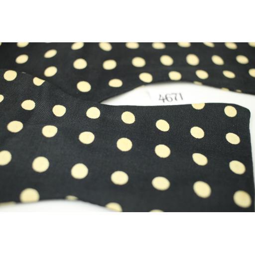 Vintage Stinchfield Black /Ivory All Silk Self Tie Straight End Thistle Polka Dot Bow Tie