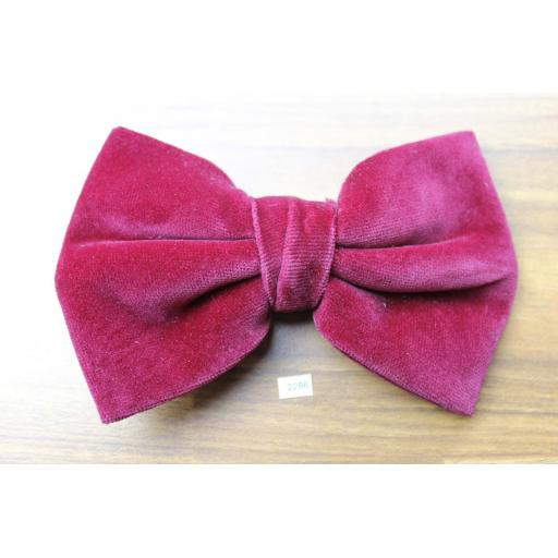 Vintage 1970s Pre-Tied Clip On Bow Tie Burgundy Velvet Adjustable Collar Size