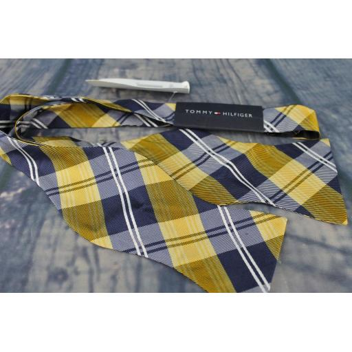 Superb Tommy Hilfiger Navy & Gold Plaid Tartan Self Tie Square End Thistle Bow Tie Brand New With Original Tag