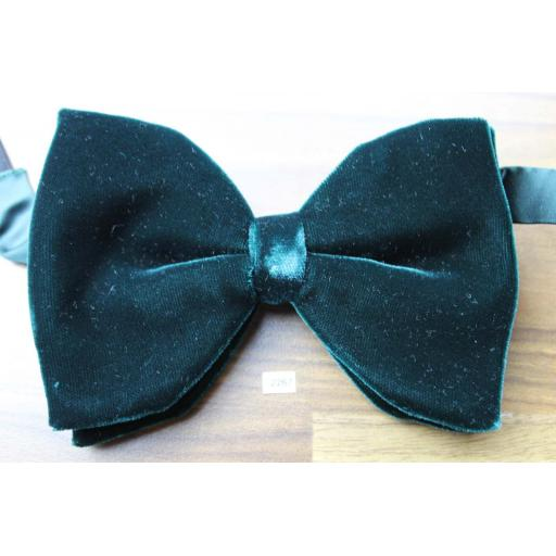 Vintage 1970s Pre-Tied Bow Tie Dark Green Velvet Adjustable Collar Size