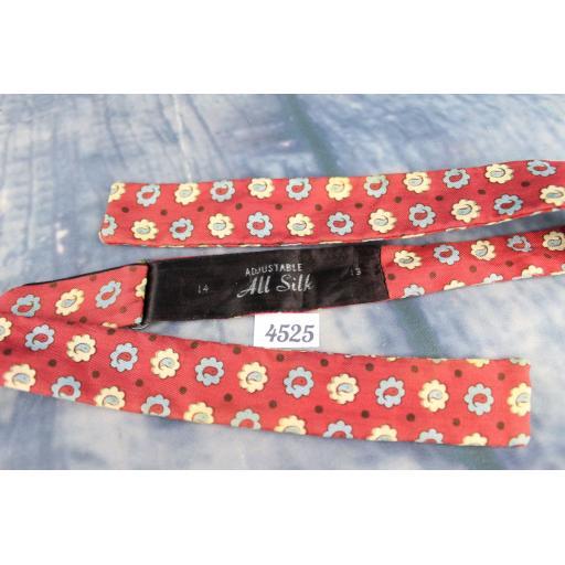 Superb Vintage All Silk Daisy Pattern Self Tie Square End Skinny Bow Tie