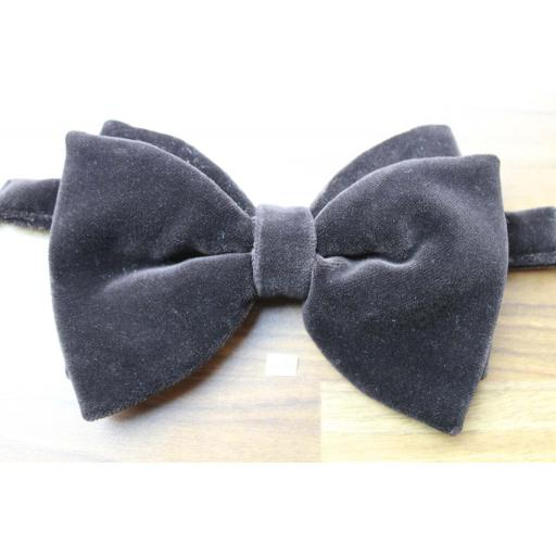 Vintage Pascha 1970s Pre-Tied Bow Tie Dark Brown Velvet Adjustable Collar Size