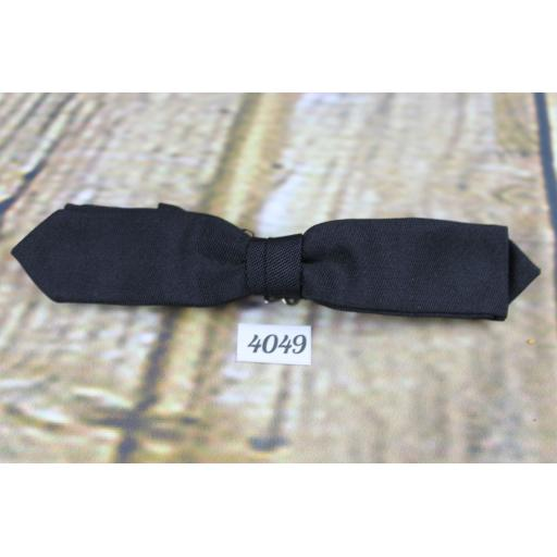 Vintage Classic Black Grosgrain Skinny Arrow End Clip On Bow Tie