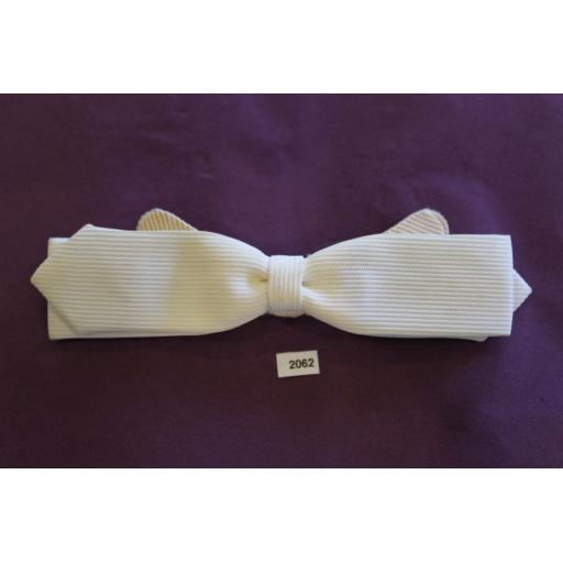 Vintage Western Cowboy White Ribbed Skinny Arrow End Clip On Bow Tie