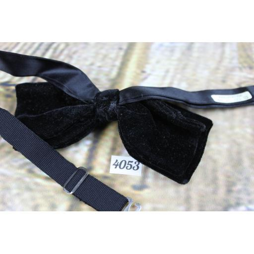 Vintage 1970s Black Velvet Pre-Tied Drop Bow Tie Adjustable