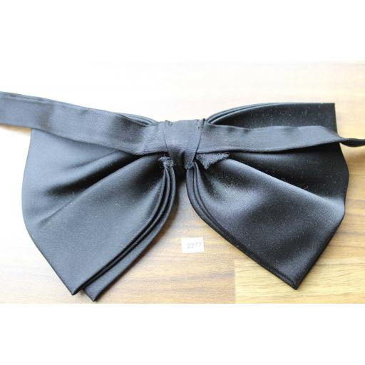 Vintage 1970s Black Satin Pre-tied Adjustable Drop Bow Tie