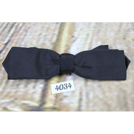 Vintage Classic Black Grosgrain Arrow End Clip On Bow Tie