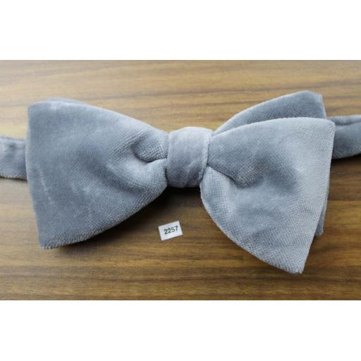 Vintage 1970s Pre-Tied Bow Tie Silver Grey Velvet Adjustable Collar Size