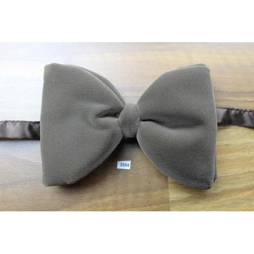 Vintage 1970s Pre-Tied Bow Tie Cafe Au Lait Velvet Adjustable Collar Size