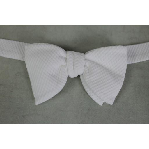 Vintage Acko Pre-tied Elasticated Adjustable White Bow Tie